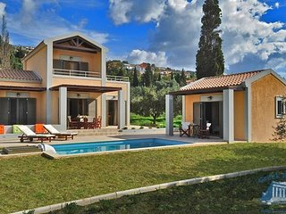 Villa in Kefalonia : Svoronata Ianthes Villas - Iris, Lassi