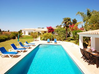 Villa AMENDOAL, Peacefully located villa w/ garden and solar pool, lovely views, Guia