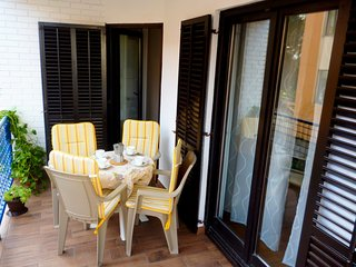 Holiday Apartment Tia, 350 m from the beach