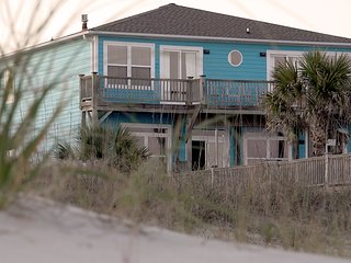 OIB CHILLIN' 8 BEDROOM 8 BATH OCEANFRONT WITH POOL, Ocean Isle Beach