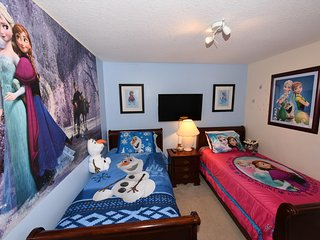 Emerald Island Resort Villa,3 mi to Disney,Water View,Pool,4BdRm/3Bath, WiFi