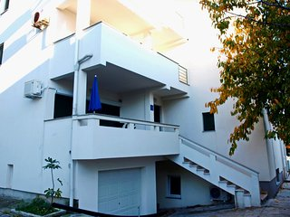 ***WHOLE HOUSE FOR 25 PEOPLE - MAIN CENTER OF NOVALJA***