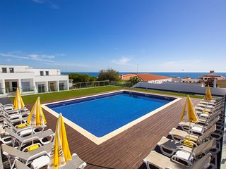 Albufeira's Prestige Townhouse 'B' by the beach and city center