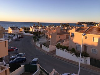 House 1 minute walk to the sea with WIFI,Netflix,Sky Sports, Air Con & Heating.