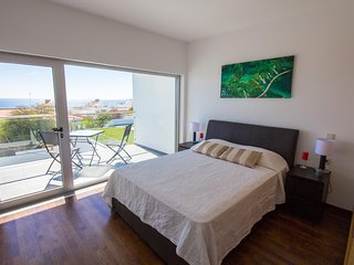 Ocean front Deluxe Townhouse 'B' in Albufeira center