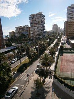 Vistas lateral desde la terraza del apartamento a la avenida de la Costablanca