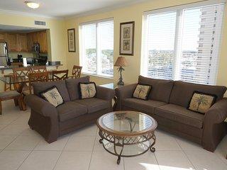 BEACH FRONT * 2 Master Suites * SLEEPS 10, Panama City Beach
