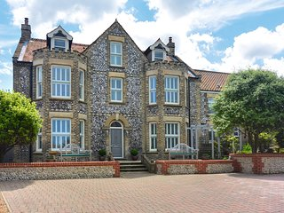 Salisbury House Sheringham - 250yds to the beach!