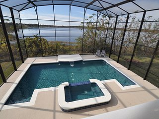 Villa352 Calabay Parc, Tower Lake., STUNNING 5 bed villa with stunning lake view
