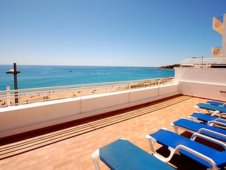 UP TO 40% OFF! BEIRA-MAR, sea views, refurbished villa, beach front in Albufeira