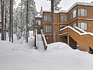 Lake Tahoe Mountain Condo < 2 Mi to Nevada Beach!