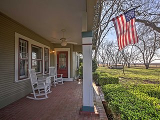 NEW! 'Nuthouse' 3BR Maxwell House on Pecan Orchard