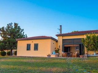 Bouganvillia Villa with Pool