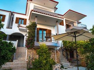 Bouganvillia Homes - Summer White Home