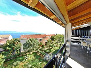 FAMILY APARTMENT WITH SEA VIEW AND TERRACE, Labin