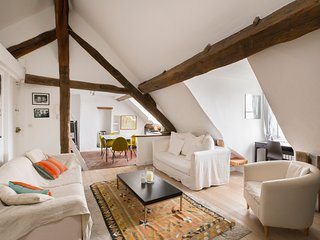 Super Central Paris 2 bed attic apartment