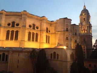 Atico frente Catedral - En el corazon de la ciudad,  calle historica y peatonal.