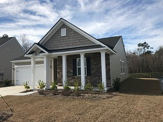 New Home and Private Pond! - Near Charleston!, Ladson