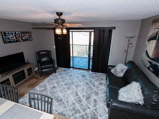 FREE night when you book 5*Newly Remodeled Condo* Sleeps 4* Waterfront View