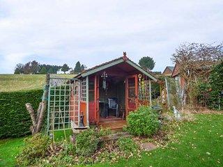 CHARLBURY traditional semi-detached, spacious gardens, WiFi, Caerleon, Ref 94001