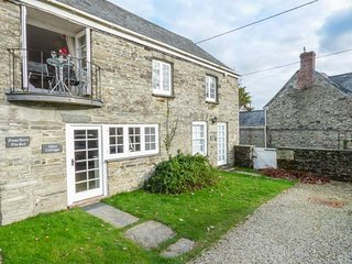 SLATE COTTAGE, romantic, open plan, balcony, near Bodmin, Ref947361