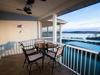 Free Night Through February* 2 Beds 2 Bath *Sleeps 6 *Waterfront, Lake Ozark