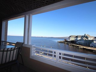 BV825-Beautiful Sound Front Condo, Manteo