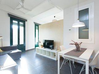Apartamento de diseno con balcones en zona Sagrada Familia st