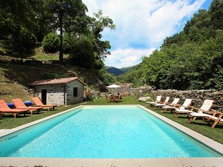 Mulino del Pita with swimming pool, near Barga