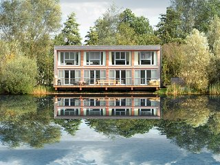 Swan Lodge Lakes by Yoo  sleeps 8 adults +2 kids, south facing, waterfront/spa, Cirencester