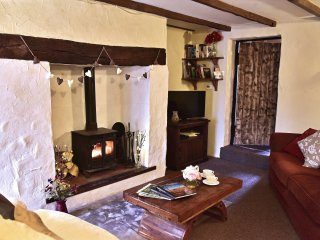 Madera Cottage; character cottage in stunning village - short stays available