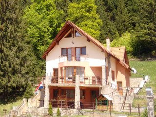Villa Casa 0landeza rental chalet Transylvania