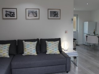 Alma Villa- Modern and stylish one bedroom Serviced, self-catering accommodation, Falkirk