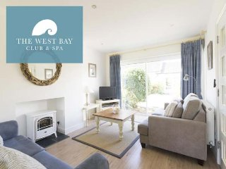 THREE BEDROOM HOUSE WITH BUNKS AT THE WEST BAY CLUB & SPA, superb on-site, Yarmouth