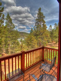 Deck - Excellent fly fishing and the peaceful sounds of the Snake River are right outside your door