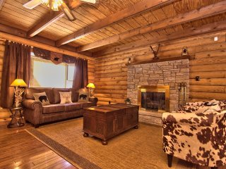 Poconos Cozy Log Cabin With Majestic Backyard!