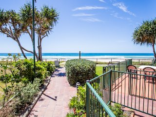 Poolside and Garden - 3 Bedroom Apartment, Currumbin