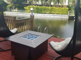 Luxurious 4 bedrooms Waterfront Home with Priv Pool, Plantation