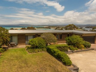 'Cliff 64' Cliff Top Home, Merimbula