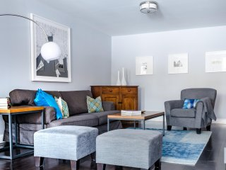 City Glam - Oversized Legal 4 Bedroom Residence in Midtown. - Read Our Reviews!