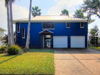 3/3 right on the canal! Located in Key Allegro!, Rockport