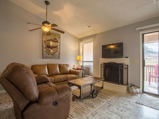 Sweet Retreat - Fantastic 2 Bedroom Condo at wonderful Pointe Royale Resort!