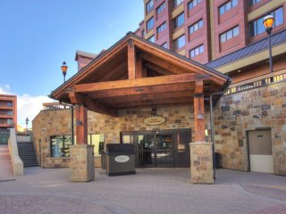 FREE SkyCard Activities - Downtown Studio, Ski-in/Out, Pool/Hot Tubs - Village