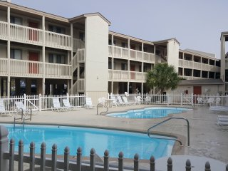 LAS PALMAS UNIT 210, BAY VIEW, BEACH ACROSS THE STREET, CLOSE TO RESTAURANTS AND