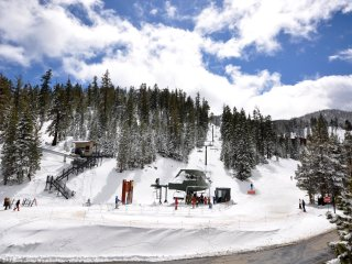SKI-IN-SKI OUT!  ON THE SLOPES!  SPRING BREAKS OPEN!! 7 BEDROOMS- SLEEPS 20, Stateline