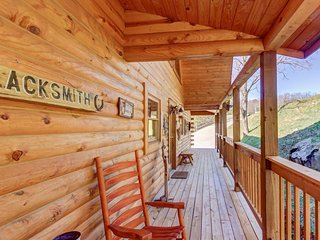 Family-friendly retreat with game room, hot tub, & fireplace - a must-stay!, Sevierville