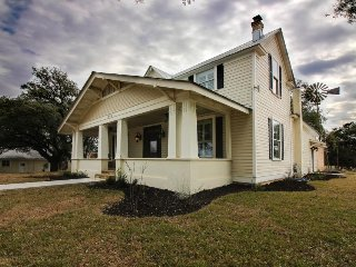 Beautifully renovated home with private hot tub, just 1 mile from Main Street!