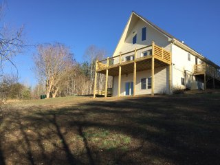 Tryon View Chalet- Horse Country- Views, 4.8 miles to TIEC, Wineries Nearby