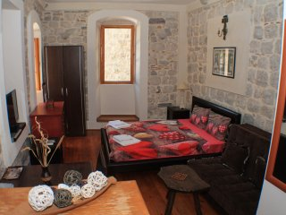 Apartments Popovic, Kotor old town Studio apartment with patio