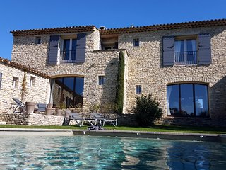 Les Terrasses Gordes, BnB, room Isabelle, WiFi, heated pool